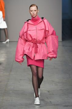 Lucio Vanotti Fall 2018 Ready-to-Wear Fashion Show Collection: See the complete Lucio Vanotti Fall 2018 Ready-to-Wear collection. Look 34 New Fashion, Runway Fashion, High Fashion, Fashion Looks, Fashion Outfits, Womens Fashion, Fashion Trends, Fall Fashion, Fashion Show Collection