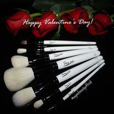 Premium quality makeup brushes #saymebeauty #mua #makeuptools #makeupbrushes #luxury #gotohaveit
