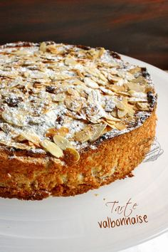 : La tarte valbonnaise de Christophe Michalak, un gâteau aux amandes Sweet Recipes, Cake Recipes, Snack Recipes, Dessert Recipes, Cooking Recipes, Pureed Recipes, Ricotta Cake, Sweet Tarts, Food Cakes