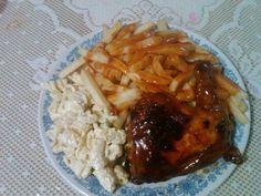 Chips, bbq chicken and macaroni pie.
