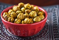 Roasted Chickpeas from FatFree Vegan Kitchen - Guilt Free Snacks Vegan Appetizers, Vegan Snacks, Healthy Snacks, Healthy Eating, Healthy Recipes, Star Snacks, Whole Food Recipes, Snack Recipes, Curry