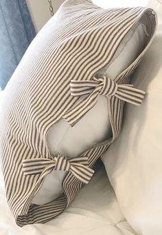 Sewing Pillows, Diy Pillows, Decorative Pillows, Throw Pillows, Cushions, Scrap Fabric Projects, Fabric Scraps, Sewing Projects, Euro Shams