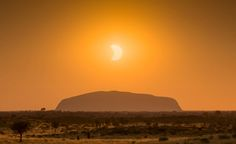 Eclipse over Ularoo (Ayers Rock) Australia Ayers Rock Australia, Australia Landscape, Cultural Experience, Heaven On Earth, Nature Photos, Places To Travel, Monument Valley, Beautiful Places, Sunset