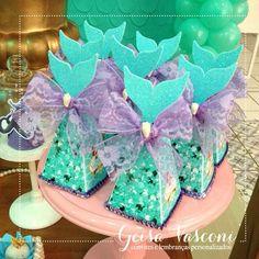 "37 Likes, 2 Comments - Geisa Vasconi (@convites.geisavasconi) on Instagram: ""Detalhes especiais da festa linda da princesa Valentina!!!🙀😍🐚🐠💜 ____________________________ ⠀…"""