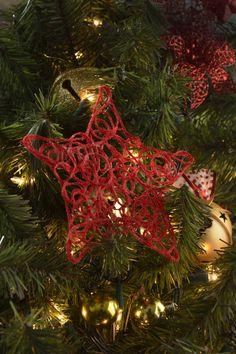 No gastes esta navidad en esferas, aquí encontraras el paso a paso de cómo hacer estrellas para tu árbol, son muy sencillas de hacer y económicas le darán un toque muy original a tu árbol, solo tienes que seguir estos sencillos pasos.