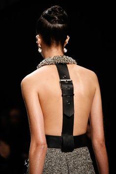 The complete Balenciaga Fall 2015 Ready-to-Wear fashion show now on Vogue Runway. Paris Fashion, Runway Fashion, Fashion Models, Fashion Show, Womens Fashion, Fashion Trends, Fashion News, Look 2018, Fashion Details