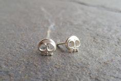 He encontrado este interesante anuncio de Etsy en https://www.etsy.com/es/listing/501373508/skull-skull-earrings-silver-calavera