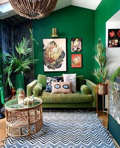 40 Cozy Stylish Bohemian Home Decor Ideas - The Architecture Home Cosy Living, Deco Cool, Green Rooms, Green Walls, Eclectic Decor, Unique Home Decor, Bohemian Decor, Modern Bohemian, House Colors