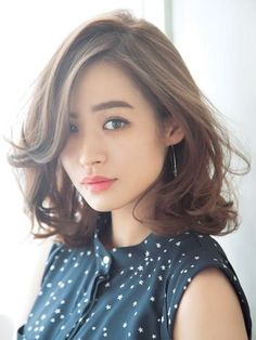 I love her hair Lob Hairstyle, Permed Hairstyles, Pretty Hairstyles, Bad Hair, Hair Day, Medium Hair Styles, Short Hair Styles, Hair Arrange, Poses References