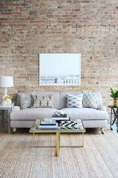 Idée #déco pour #salon avec mur en briques ! http://www.m-habitat.fr/murs-facades/revetements-muraux/les-murs-en-briques-decoratives-1184_A
