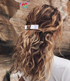 Welcome to blog #curly hairstyles short length #curly hairstyles #curly hairstyles how to do #curly 50s hairstyles #fringe for curly hairstyles #curly hairstyles mid length hair #what to do with curly hairstyles #how naturally curly hairstyles<br> Down Hairstyles, Pretty Hairstyles, Hairstyles Pictures, Natural Wavy Hairstyles, Blonde Curly Hair Natural, Curly Hair Half Up Half Down, Blonde Curls, Medium Hairstyles, Hairstyles Wavy Hair