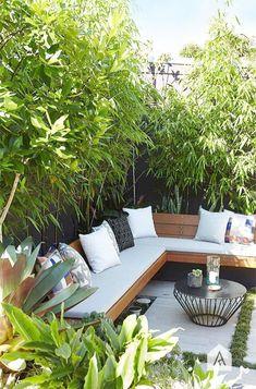 Backyard garden Oasis – 20 Urban Backyard Oasis With Tropical Decor Ideas… - Modern Backyard Seating, Small Backyard Landscaping, Small Patio, Backyard Patio, Landscaping Ideas, Small Yards, Backyard Designs, Pergola Ideas, Small Outdoor Spaces