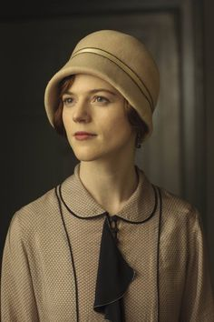 Downton Abbey Season 6 - A former housemaid now a guest for lunch at Downton Abbey.
