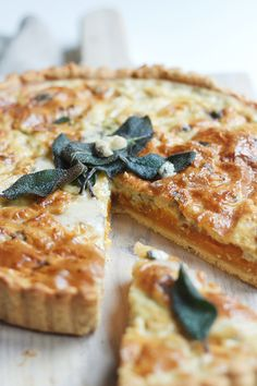 Pumpkin & Gorgonzola Quiche - for the morning after Brunch Quiches, Vegetarian Recipes, Cooking Recipes, Keto Recipes, Cod Recipes, Ramen Recipes, Cabbage Recipes, Broccoli Recipes, Fudge Recipes