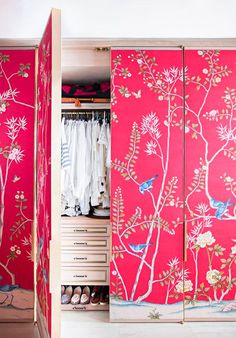 Closet Door Ideas -We have some great closet door ideas which can help you improve your closet the easy way. What do you think about closet doors? Creative Closets, Sunday Inspiration, Bedroom Inspiration, Chinoiserie Chic, Chinoiserie Wallpaper, De Gournay Wallpaper, Inspirational Wallpapers, Closet Bedroom, Closet Space