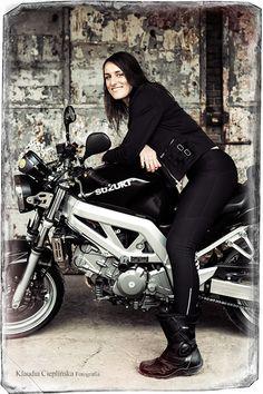 Fotograficzna sesja motocyklowa. Kobieta na motorze:) Plenerowa fotografia portretowa - Jelenia Góra i okolice. Zapraszam!