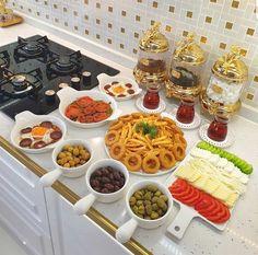 Breakfast Presentation, Food Presentation, Cookout Food, Good Food, Yummy Food, Nutritious Breakfast, Food Garnishes, Food Platters, Food Decoration