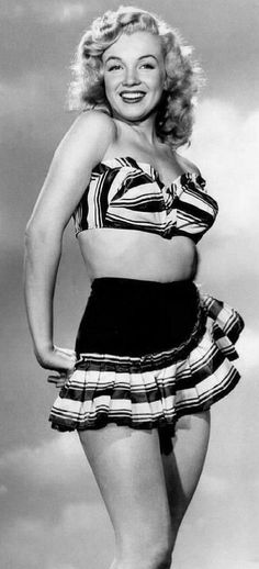 A young Marilyn Monroe. A George Vreeland Hill post. Young Marilyn Monroe, Norma Jean Marilyn Monroe, Marilyn Monroe Photos, Marilyn Moroe, Divas, Gentlemen Prefer Blondes, Pin Up, Blonde Women, Norma Jeane