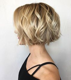 Latest hairstyles for women 2019 - Haar ideen - Best Hair Styles Latest Short Hairstyles, Bob Hairstyles For Fine Hair, Cute Short Haircuts, Layered Hairstyles, Hairstyle Short, Hairstyle Ideas, Chin Length Hairstyles, Pixie Haircuts, Trending Hairstyles