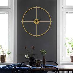 ⭐ARTEPERA - Arcadia Metal Minimalist Wall Clock - Gold - Silent Mechanism⭐ ⭐Free and Express Shipping! Gold Wall Clock, Big Wall Clocks, Antique Wall Clocks, Wall Clock Design, Large Metal Wall Art, Metal Wall Art Decor, Gold Walls, Metal Walls, Minimalist Wall Clocks