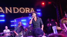 Pandora cozies up to the music labels as it prepares to take on Spotify