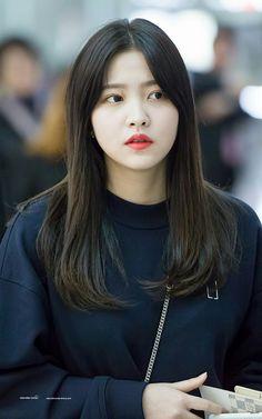 """yeri picsさんのツイート: """"kim yerim in thread ♡"""" Seulgi, Red Velvet, Velvet Style, Kim Yerim, Kpop Girls, Korean Girl, Asian Beauty, Girl Group, My Girl"""