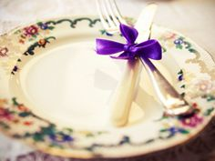 Plate and cutlery with ribbon