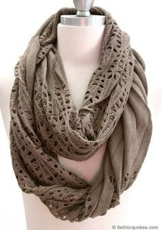 alannakalixo: 25 Days of Style: Day 20!  Love this infinity scarf