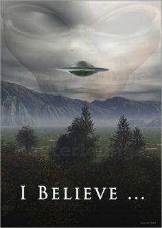 Es gibt zahlreiche Verschwörungstheorien zum Thema intelligentes Leben. Gibt es Aliens? Und waren sie schon einmal auf unserem Planeten? Mithilfe eines Posters, kann man zu diesem Thema ganz leicht Stellung nehmen.