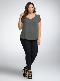 Find the widest variety of girls' items, and get modern personal look. Plus Size Fashionista, Georgette Fabric, Loose Tops, Women's Summer Fashion, Ladies Dress Design, Blouses For Women, Cool Style, Couture, Casual
