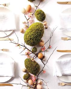 Easter moss centrepiece tutorial, Easter DIY decor, Easter crafts, Easer decoration ideas, Easter DIY centrepiece. Easter flowers decor, Perfect for a wedding party. Add it to a wreath.