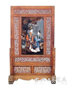 图1 清前期 黄花梨嵌玻璃油画《仕女观宝图》屏风(故宫博物院藏)