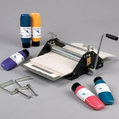 Mini Printing Press ideal for small groups beginning to learn the principles of printmaking. Perfect for 270 x prints. Printing Press, Screen Printing, Diy Printing, Ex Machina, Tampons, Linocut Prints, Art Plastique, Bookbinding, Art Techniques