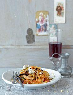 Linguine mit Auberginen und Ziegenkäse - Pasta mit Gemüse: vegetarischer Genuss - [LIVING AT HOME]