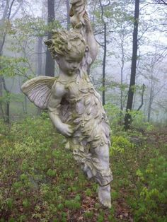 Angel... Beautiful shot of one of our favorite HenFeathers original Sculptures. henfeathers.com #gardensculpture #garden #sculpture