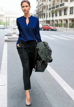 Black Cropped Pants And Blue Blouse 2017 Street Style Business Casual Dresscode, Business Outfit Damen, Business Outfits, Office Outfits, Office Wear, Office Uniform, Black Pants Work, Black Cropped Pants, Work Pants