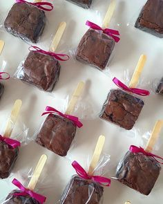 Brownie on a Stick! Delicious novelty from Brownie on a Stick! Bake Sale Packaging, Brownie Packaging, Baking Packaging, Dessert Packaging, Cupcake Packaging, Packaging Design, Gift Packaging, Label Design, Mini Desserts