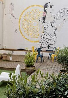 Ouvert en juin dernier, le Away Hostel, à Lyon, propose 120 lits et de multiples espaces communs assurant convivialité et confort pour chaque hôte. Dans un esprit scandinave moderne et design, il revisite l'auberge de jeunesse.