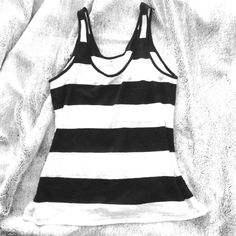 Madewell Black & White Stripe Linen Tank Perfect condition, Madewell black and white stripe linen tank in a size Medium. Has a pocket detail on the front, so cute! Madewell Tops Tank Tops