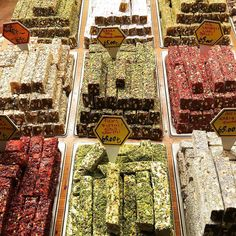 Delicious Turkish delights (=lokum) with pistachios, pomegranate, honey, rose, almond... Creativity is endless! What is your favorite one?  #turkishdelights #lokum #delicious #sweets #istanbul #spicebazaar #atmosphereturque #lou_dferreira