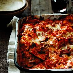 Ravioli lasagna with sausage and mushrooms - Chatelaine Recipes Sausage Lasagna, Ravioli Lasagna, Baked Pasta Recipes, Cooking Recipes, Baked Ravioli, Spinach Ravioli, Cheese Ravioli, Pork Recipes, Chatelaine Recipes
