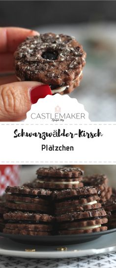 Schwarzwälder-Kirsch-Plätzchen The perfect recipe for all fans of the Black Forest cherry cake. You can find these cookies with chocolate, Black Fores Mini Desserts, Easy Desserts, Chocolate Biscuits, Chocolate Chip Cookies, Oatmeal Cookies, Homemade Chocolate, Delicious Chocolate, Black Forest Cherry Cake, Cookie Recipes
