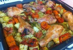 Tepsis zöldségekkel sült csirkecombok recept képpel. Hozzávalók és az elkészítés részletes leírása. A tepsis zöldségekkel sült csirkecombok elkészítési ideje: 120 perc