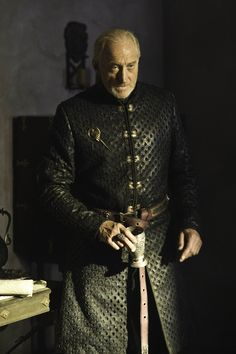 Tywin Lannister Game of Thrones - Season 3 Episode 1 Game Of Thrones Jewelry, Game Of Thrones Series, Game Of Thrones Cast, Bean Games, Michelle Fairley, Charles Dance, Valar Dohaeris, Valar Morghulis, Game Of Thrones
