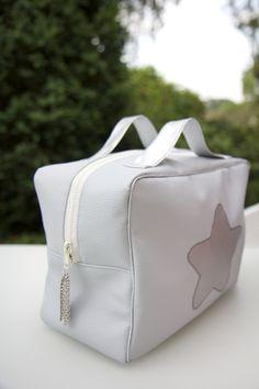Ce sac cabas une grande capacit de rangement peut for Trousse couture cuir