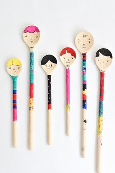 DIY Wooden spoon puppet craft from Bloesem kids craft - could make a whole family of spoon people!