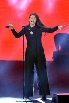 Lorde in Giorgio Armani