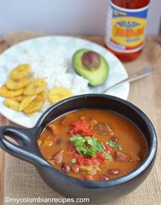Frijoles Paisas o Antioqueños is a common dish from the Antioquia region. Few meals Colombian Dishes, My Colombian Recipes, Colombian Cuisine, Mexican Food Recipes, Rice Recipes, Latin American Food, Latin Food, Fun Easy Recipes, Easy Meals