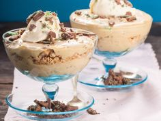 Warning: it's rich, bad for strict diets – and utterly delicious. You won't be able to resist. Cold Desserts, Just Desserts, Delicious Desserts, Dessert Recipes, Yummy Food, Kos, Peppermint Crisp Tart, South African Desserts, Too Many Cooks