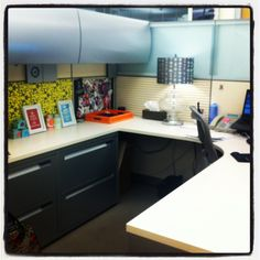 I love the backsplash and the lamp in this #cubicle! #decor